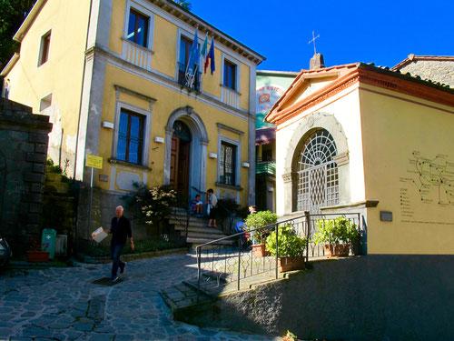 das Gemeindehaus - das sichtbare Zentrum von Corsagna