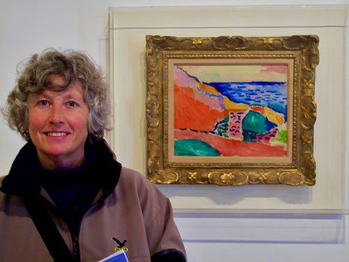 Hanni vor einer Matisse-Landschaft, genial in Farbe und Form