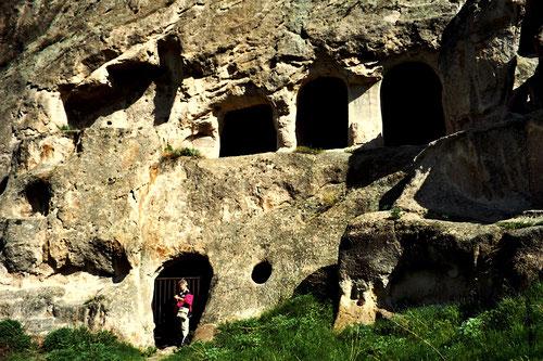 alleine erkundeten wir die verschiedenen Fels-Hallen und Gänge