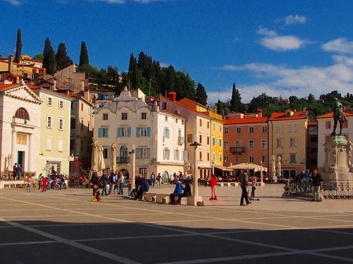 der elegante Stadtplatz gibt der kleinen Stadt Porec eine ganz besondere Würde