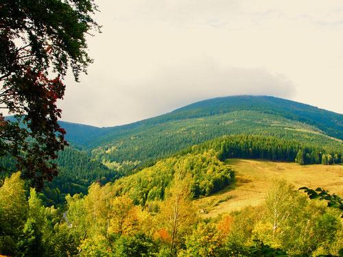 das sanft geschwungene Bergprofil des Riesengebirges