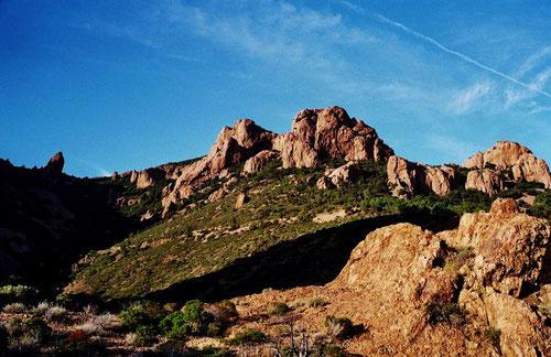 die feurig roten Felsen des Esterell-Massif