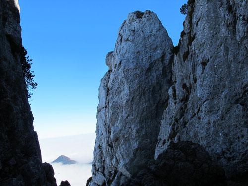 der Weg zum Gipfel führte durch bizarre Felsen
