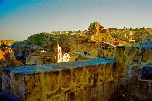 das Felsen- und Höhel-Gewirr der Matera-Altstadt