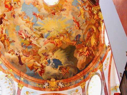 herrliche Kuppel-Fresken von Paul Troger