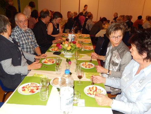 Ein wunderbares Nachtessen zum Dank an alle freiwilligen Mitarbeitende und Unterstützer des Vereins