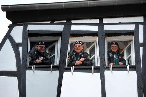 Racing Cloeters hat natürlich die Suite Panoramablick gebucht! Will hinter jedem Nesterchen ein Nickerchen wagen! Ist denn schon wieder Weihnachten???!!!?