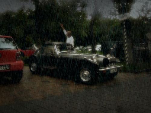 Komm Irmgard .....steig ein....ist gerade wettermässig günstig!Du brauchst den Schirm nicht mehr!