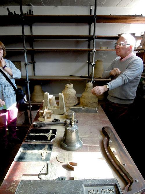 """Hier nochmals der freundliche Glockenmacher mit einer für die Eifel typischen Pose! Wie Markus """"Armel hoch und dann gehts durch die Eifel!"""""""