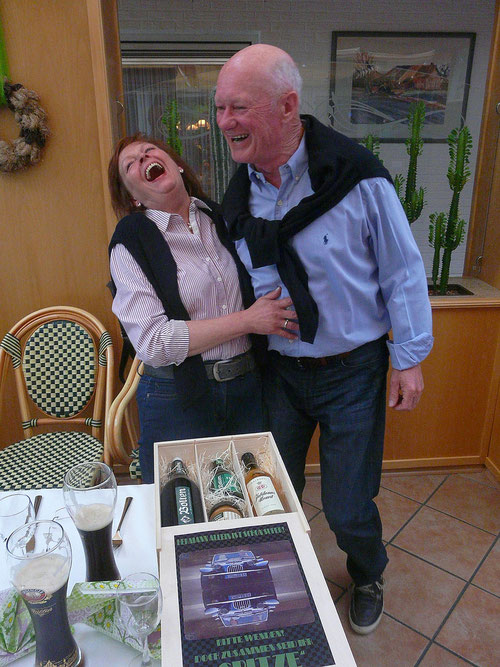 """Ina & Hermann unsere Reiseleitung ! Wie Ihr seht : """" LACHEN & PURE LEBENSFREUDE"""" ist für die Beiden kein  Fremdwort?"""