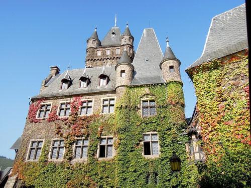Im Innenhof der Burg