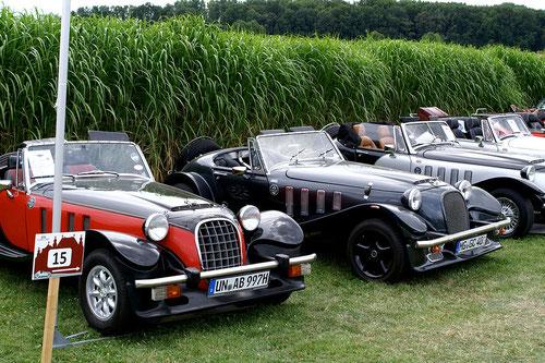 ach ja.......ein schwarz-roter Panther ...jetzt wieder mit Benzin war dann auch noch da!