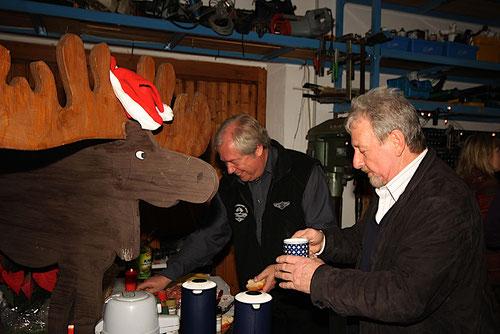 rechts Manfred,mitte Achim ,links Otto .....bei der Getränkeaufnahme