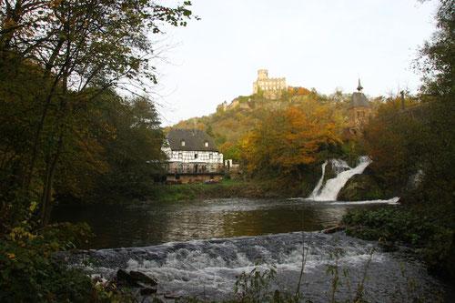 Start und Ziel: Unten unsere Panther- Mühle und oben unser späteres Ziel: Burg Pyrmont!