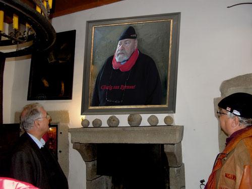 Unser Führer(oder doch besser Lehrer links) erzählte uns einige Anektoten über den ausschweifenden Lebenstil des Burggrafen Charly v. Pyrmont!