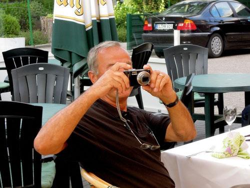 wer wissen will ,was dann geschah, muss Gunter fragen! Er konnte es nicht glauben,wie schnell auch ältere Pantherfreunde sich in Richtung Essen bewegen konnten und hat es mal in Bildern festgehalten!