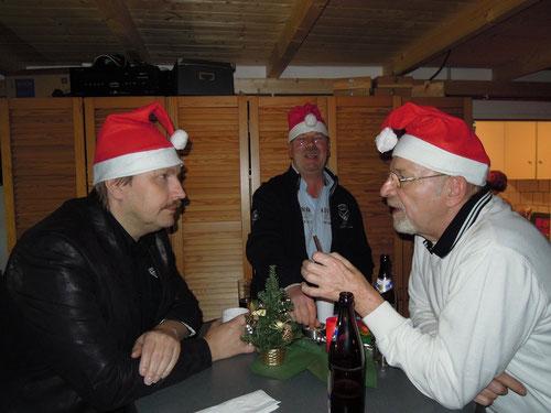 Klaus (rechts) klärt Roland über Panther auf! Michael amüsiert sich!
