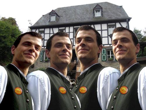 Und nach dem 18.Bier trugen sogar unsere 4 Oberkellner stolz diese Buttons!