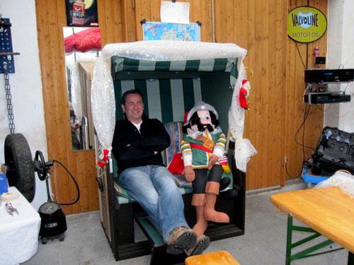 Gino...mit Puppen lass ich mich nicht ein......hab doch Angelika!