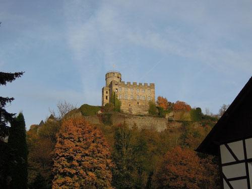 die Burg oberhalb steht auch noch!
