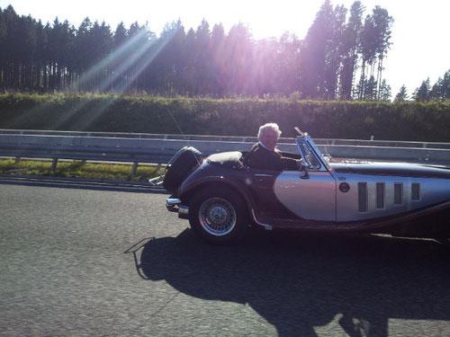 Panther Lima MK 1 überholt gerade die lahme Truppe mit gefühlten ca. 225 km/h! Ist nur möglich wegen des geringen Gewichtes des Fahrzeuges und natürlich des Fahrers und ohne Copilotin und Einbremserin ULLI!