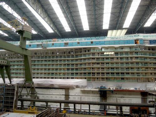 Schiffe so gross wie ein Hochhaus!