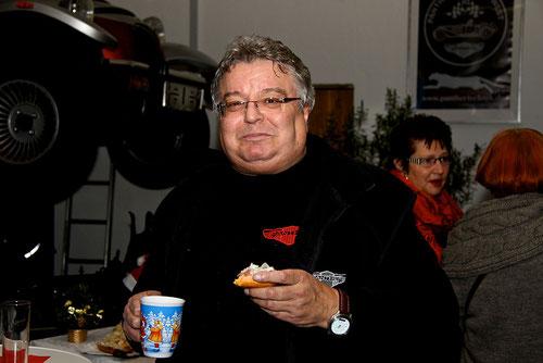 Markus bei seiner Lieblingsbeschäftigung........Pantherfreundefrauen gucken!(Scherz)