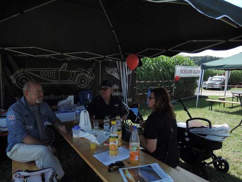Nochmals: Der Dank geht an Ilona & Günter für den schönen Stand und an Klaus(im blauem Hemd Sponsorenhemd links) als 2.Fotograf!