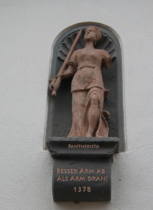 gesehen im Dorf: die heilige Pantherista: die Schutzheilige der Pantherfahrer!