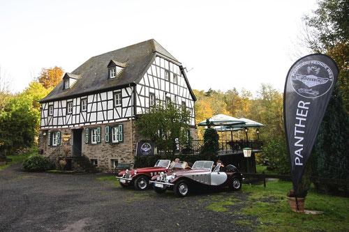 Parkplatz vor der Mühle: zwei Panther waren die Ersten!Team Mayenburger & Scuderia Pfeffer