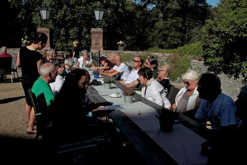 Mittagstisch in herrlicher Sonne nach toller Tour rund um den Schottenring!