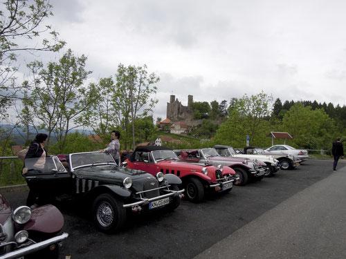 Im Hintergrund die Burg Hanstein