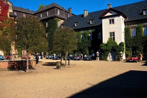 Rechte Seite im Innenhof des Schlosses Laubach