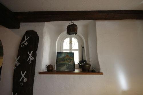 wie in alten Märchen :überall kleine Fensterchen & Nischen!