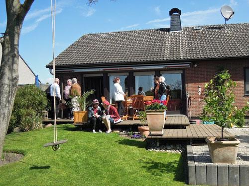 auf der Terrasse erste Begrüssungen in 2013