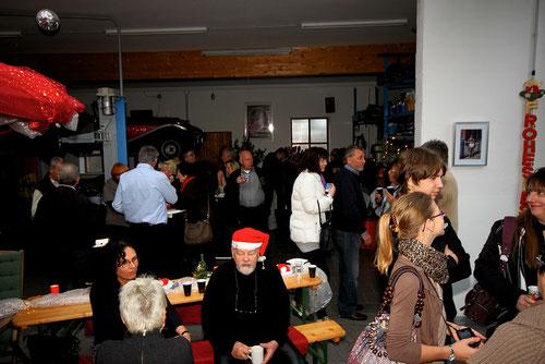 Unsere Nordlichter sind gekommen:Geli mit Ihrem netten Kindern ganz rechts! Der Nikolaus (Bildmitte) nimmt die erste Auszeit!