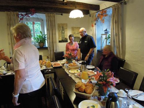 Hab leider nur ein Bild vom Frühstück! War, wie fast immer, bereits mit meinem Rührei beschäftigt! Klasse gemacht....Herr Jürgen Palenga!