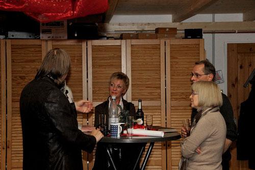 Roland: Friseur.....erst nach der 70 Siebzigerjahreparty in Englad! Ich gehe als Rockstar!  Ulrike,Trudi & Hajo staunen!