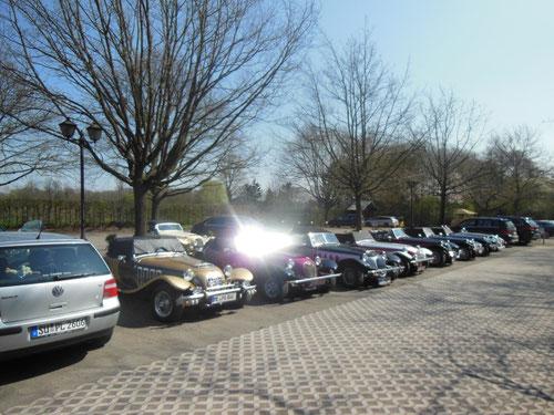 Der Parkplatz füllte sich !