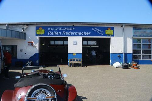 Reifen Radermacher konnte trotz Mittagspause Kostengünstig helfen!