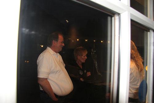 damit man den Unterschied sieht,hab ich dieses Bild....natürlich nach dem Essen aufgenommen, mal zwischengeschoben!Hier mal Michael ohne Corsage!