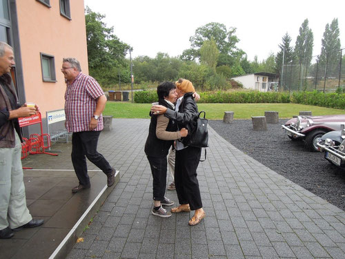 Niderzissen begrüsst Duisburg....Markus hast es eilig und Gunter.....wieder mal ein volles Glas!