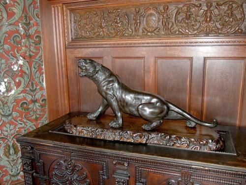 Bereits in einem der erste Räume wartete ein Panther auf uns!