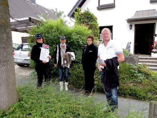 Ilona,Ingrid ,Ulli & Alfred sind schon etwas erleichtert.......es regnet z.Zt.nicht mehr!