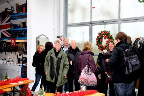 """Rechts das Quartett Klause, Lill & Jochen in der Mitte und links hinten hinter Ilona: die """"Brünetties"""" Ulrike & Michael ."""