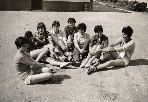 1961 - 1ère filles : Annie - Anne-Marie - Baby - Jacotte - Colette - Nanou - Nicole - Claude