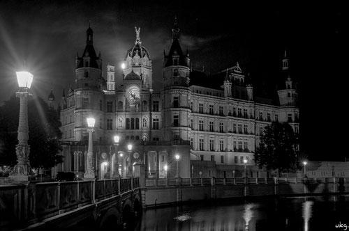 Schweriner Schloss im Mondlicht