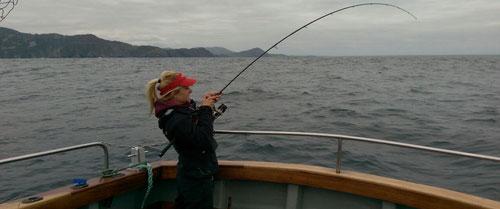 Babs im Drill mit Meeresfisch