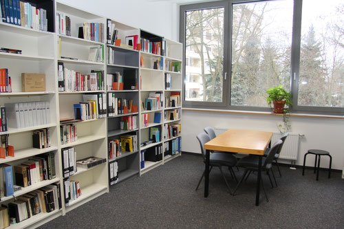 Regale mit Büchern