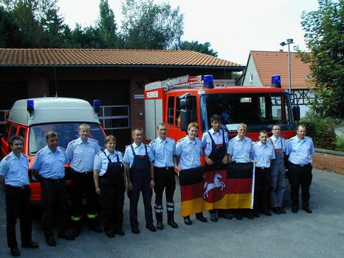 Bereitschaftsgruppe vor dem Ausrücken zum Jahrhunderthochwasser 2002